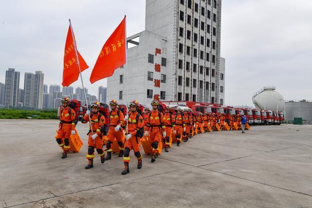 广东省多地消防救援队伍开展跨区域地震救援拉动和演练