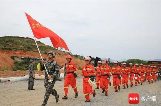 琼中森林火灾综合应急救援演练现场。记者 石祖波 摄