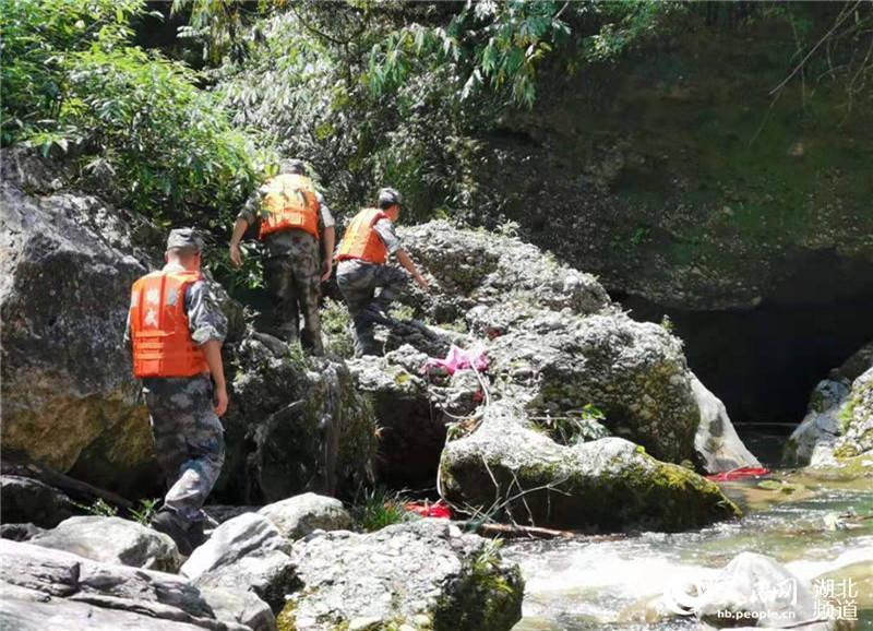 湖北鹤峰躲避峡山洪已致10人死亡3人失联