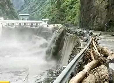 强降雨致四川多地险情频发 救援持续进行