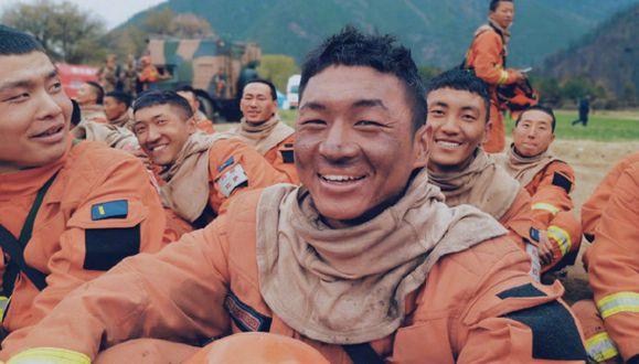 """西藏森林消防员的""""烟熏妆"""""""