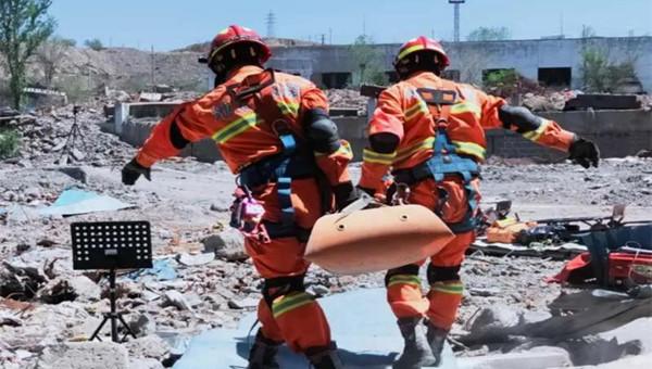 """乌鲁木齐市消防开展""""霹雳2020""""72小时地震救援实战演练"""