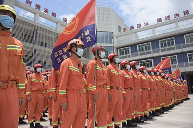 广东消防救援总队:300余名消防指战员集结韶关待命
