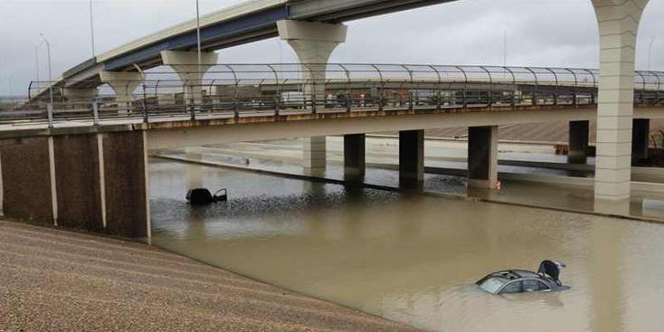 """热带风暴""""贝塔""""造成美国得州部分地区积水严重"""