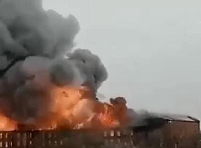 圣彼得堡一工厂发生火灾致1死2伤