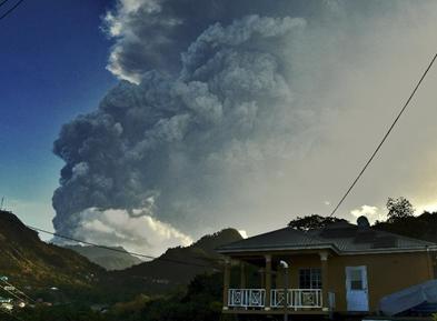 加勒比海圣文森特岛火山喷发