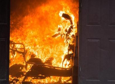 消防安全:电动车及电瓶 切勿进入电梯