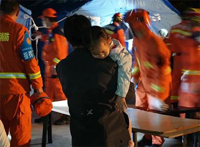 """泸县""""9.16""""抗震救灾中的新生力量"""