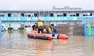 暴雨袭城 湖北消防快速营救疏散被困群众300余人