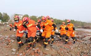 湖北消防开展建筑物坍塌事故救援演练