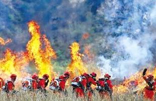 """甘肃省""""攻坚·2020""""重特大森林火灾灭火演习在天水举行"""